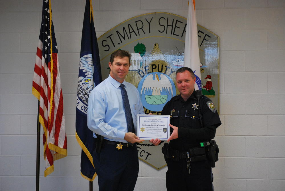 Sheriff Anslum presents Cpl Crabtree with the award certificate