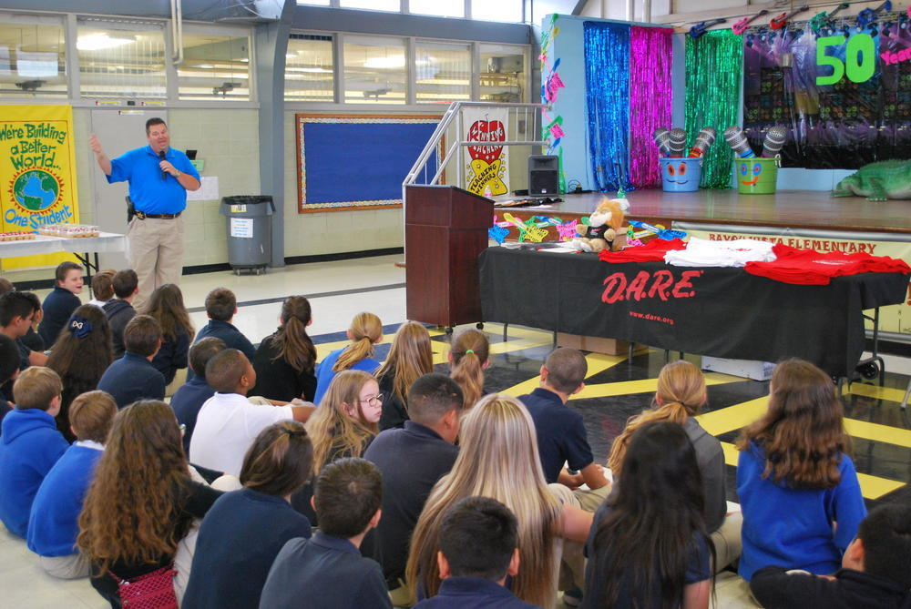 Detective Buddy Rogers speaking to the 2015 class of D.A.R.E. graduates at Bayou Vista Elementary School.